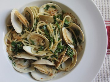 Pasta with Clams, Kale and Breadcrumbs