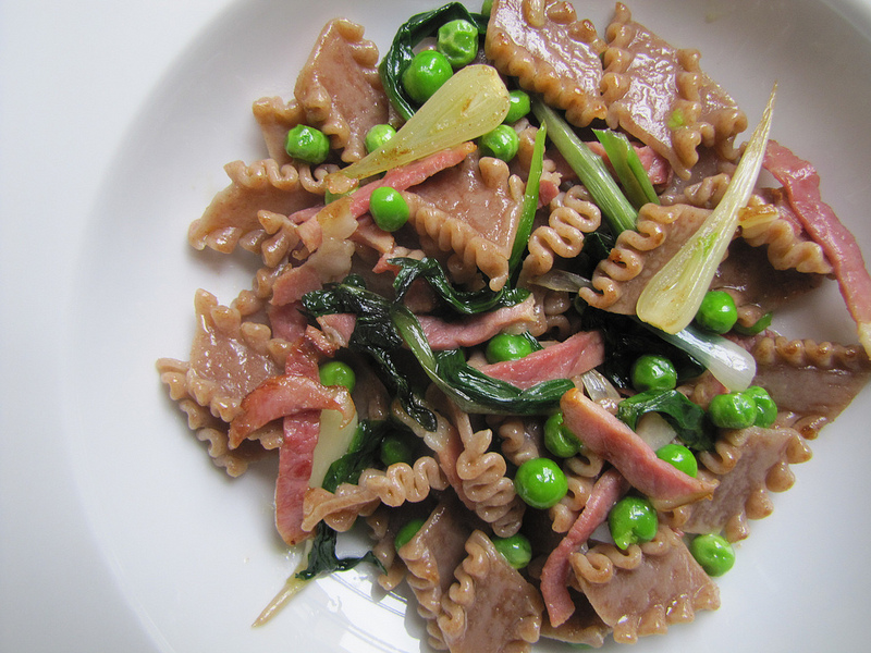 Pasta With Ramps, Peas and Ham