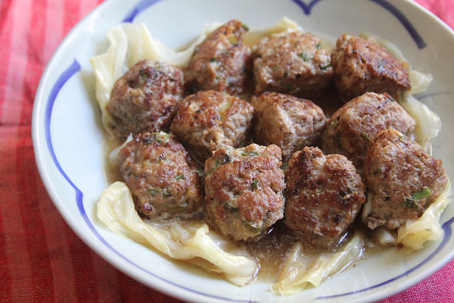 Baby Lion's Head Meatballs with Braised Cabbage