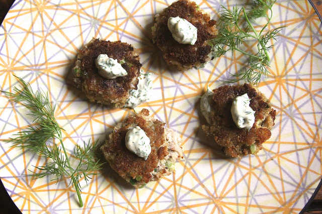 Crab Cakes with Dill Mayo
