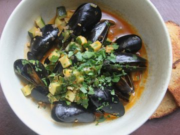 Mussels with Zucchini and Paprika