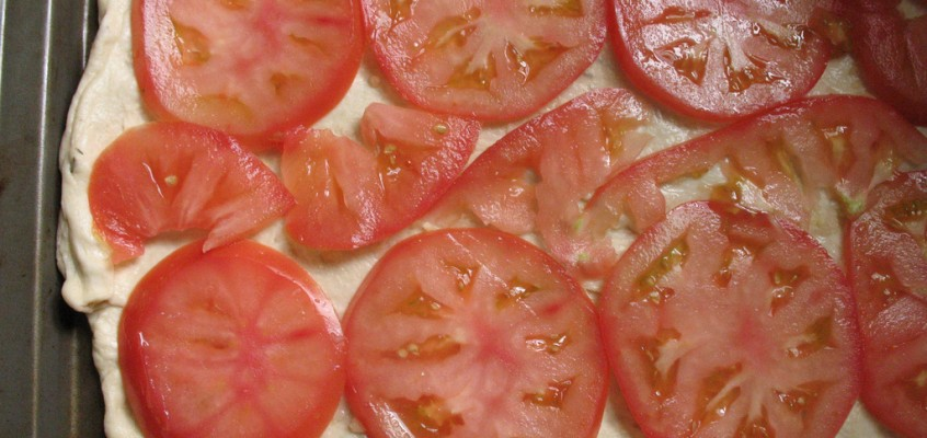 Simple Tomato and Basil Pizza