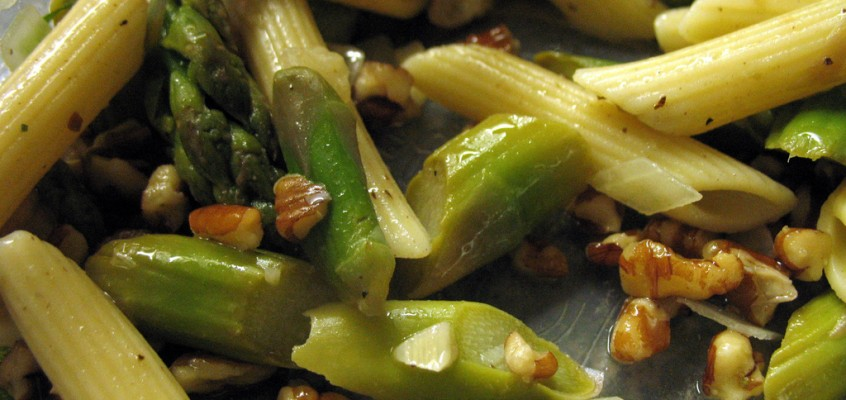 Penne and Asparagus Salad with Pecans